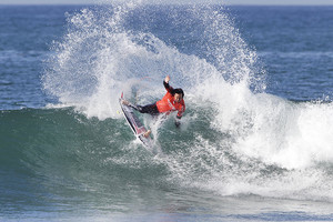 Jordy Smith & Tyler Wright Conquer Trestles