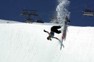 Red Bull: Chicks Who Shred